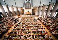 العبادة في كنيسة Adventkerk de Veenendaal -(هولندا) © Éditions Agora - VidiPhoto